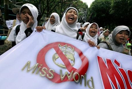 Hoa hậu Thế giới 2013 bị tín đồ đạo Hồi khủng bố