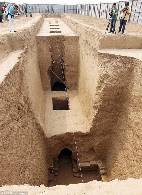 Ngôi mộ cổ rộng lớn từng được xây cất khá quy mô, bề thế.