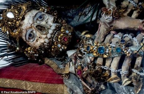 Bộ hài cốt của thánh Valerius nằm ở thị trấn Weyarn, bang Bavaria, Đức.