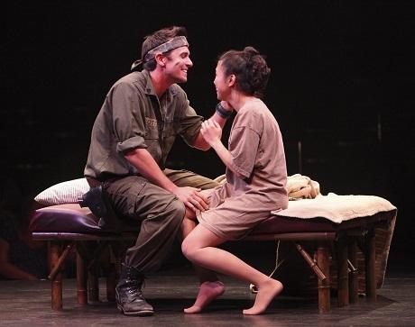 """Vở kịch """"Miss Saigon"""" gây sốt ở Anh"""