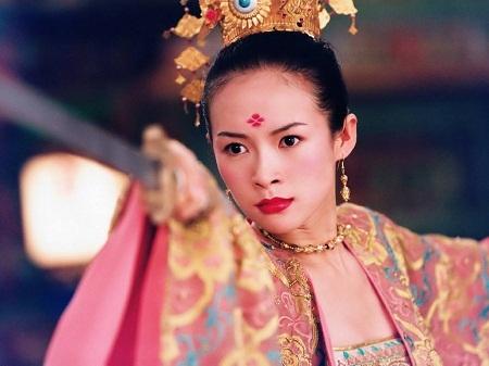 Chương Tử Di sinh năm 1979 (34 tuổi) tại Bắc Kinh.