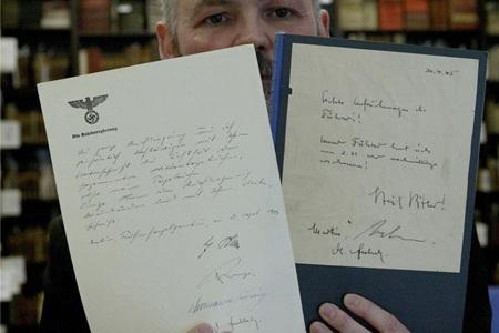Bản sao cuối cùng được biết đến từ nhật kí giả của Hitler được bán với giá 6500 Euro vào năm 2004.