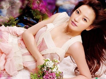 Sinh năm 1976 (37 tuổi) tại Vu Hồ, tỉnh An Huy.