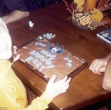 Chiếc bánh sinh nhật được làm khi Kurt tròn 6 tuổi.