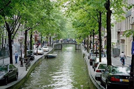 Đồng hạng 4 với Moscow là thành phố Amsterdam của Hà Lan.