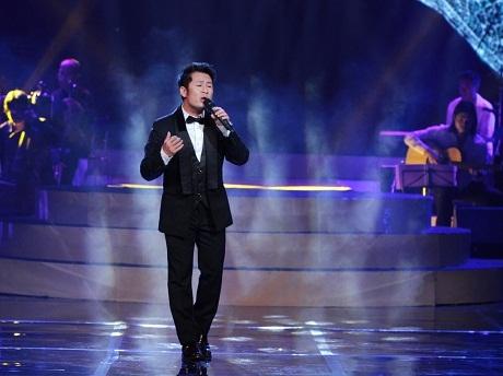 Phương Linh xin được... ôm Bằng Kiều trên sân khấu nhà hát Lớn