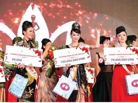 Người đẹp Trần Thị Thanh Trúc được tôn vinh là Nữ hoàng Trang sức năm 2011.
