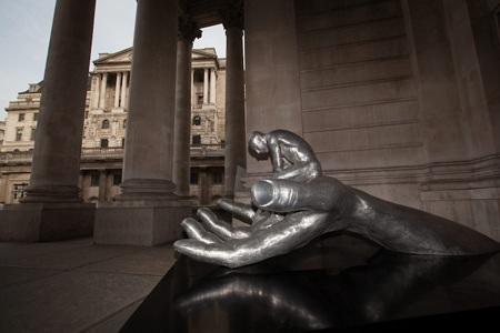 Trầm trồ với tác phẩm điêu khắc Bàn tay của Chúa ở Anh