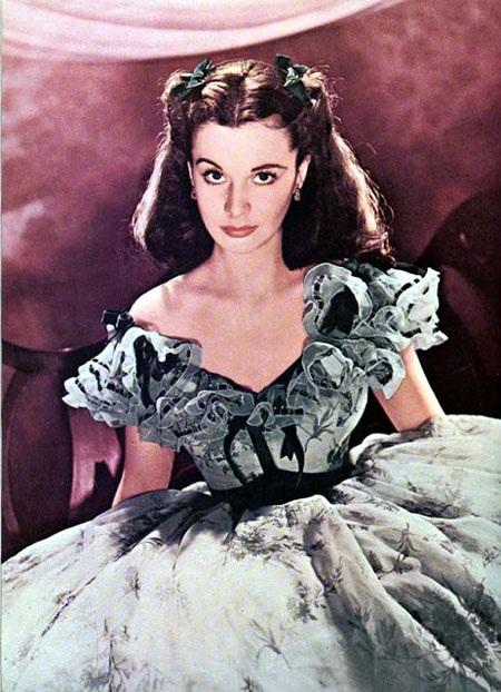 Nữ diễn viên Vivien Leigh vào vai Scarlett O'Hara trong tác phẩm điện ảnh chuyển thể năm 1939.