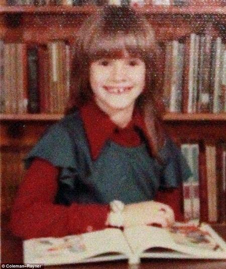 Một bức ảnh cũ cho thấy nụ cười đặc trưng của Julia ngay từ khi còn rất nhỏ.