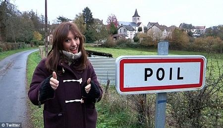 """""""Cô gái thời tiết"""" quyến rũ của truyền hình Pháp Doria Tillier."""