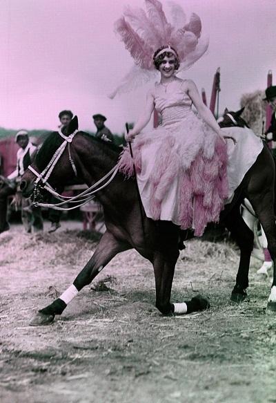 Một diễn viên xiếc ngựa.