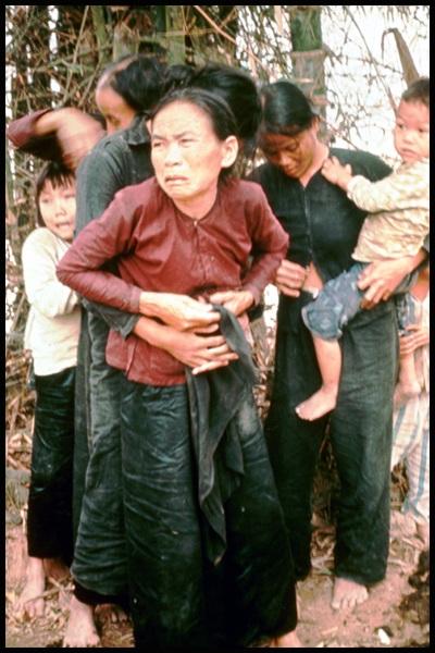 Sự thật đau lòng đằng sau bức ảnh về vụ thảm sát Mỹ Lai