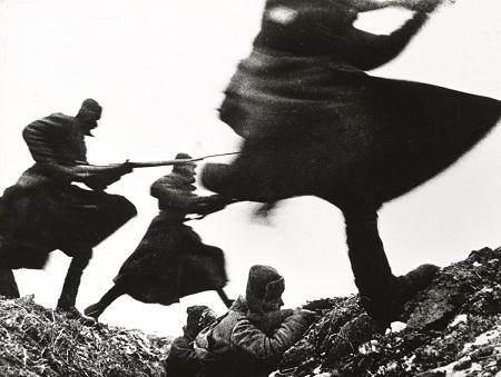 Lực lượng bảo vệ bờ biển Mỹ đánh đắm một tàu ngầm của Đức Quốc xã năm 1943.