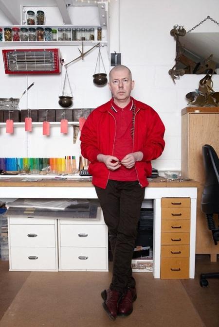 Chân dung nhà thiết kế trang sức, bậc thầy kim hoàn người Ireland, Slim Barrett.