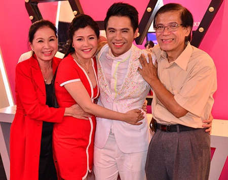 NSƯT Kim Xuân cùng chồng, con trai và con dâu.