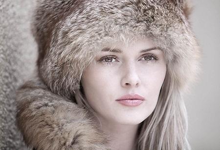 """""""From Russia With Love"""" (Gửi tình yêu từ Nga) - Tác giả Les Forrester (Anh) - Huy chương Vàng VAPA"""