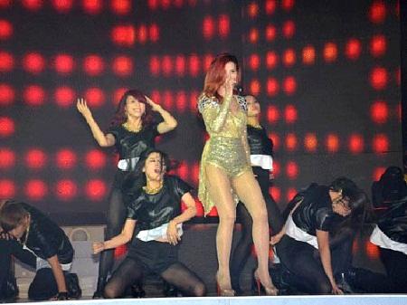 Ca sĩ Đông Nhi được xem là có lượng người hâm mộ qua mạng lớn nhất làng giải trí Việt Nam hiện nay