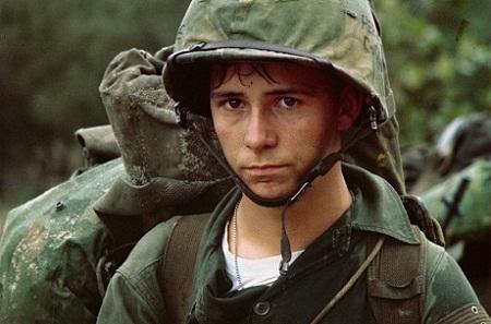 Phản ứng của một lính Mỹ sau khi đọc xong bức thư nhà.