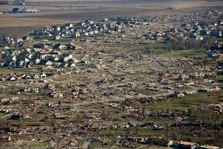 Ngày 12/9: Lũ đã cuốn đi một đoạn đường ở thành phố Broomfield, bang Colorado, Mỹ.