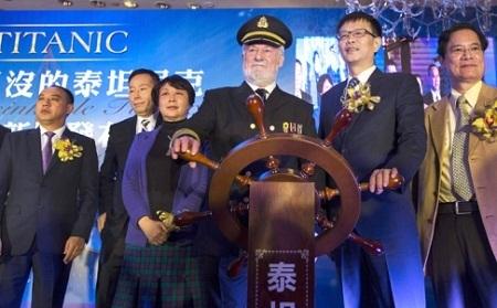 Nam diễn viên Bernard Hill xuất hiện tại buổi họp báo công bố kế hoạch xây dựng công viên Titanic.