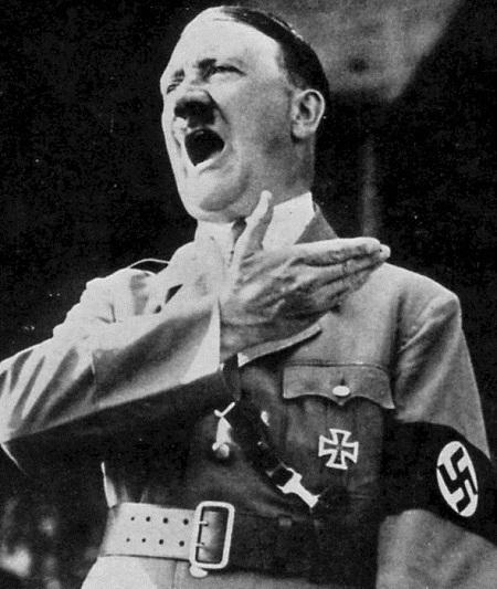 Trong cuốn sách này, Adolf Hitler còn được cho là đã tới Brazil để săn tìm kho báu.