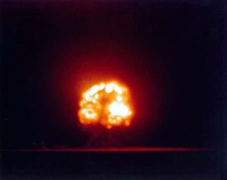 Quả cầu lửa tại vụ thử hạt nhân Trinity.