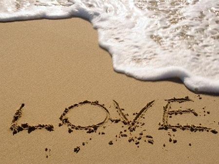"""Nhóm nhạc The Beatles đã sử dụng từ """"love"""" 613 lần trong các bài hát của họ."""