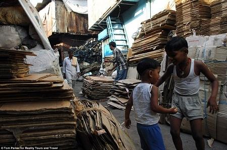 Dharavi được coi là trung tâm tái chế của Mumbai, ở đây, cái gì cũng có thể tái chế.