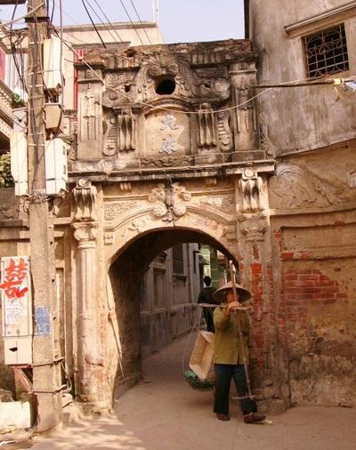 Cổng xóm ở xã Hữu Hòa, Thanh Trì, Hà Nội