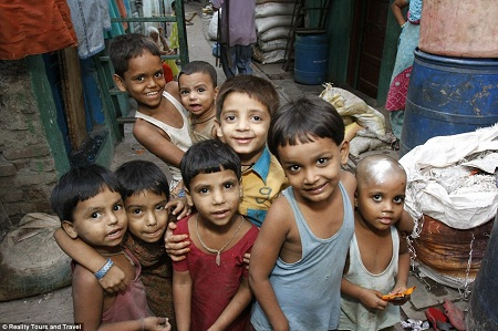 Những đứa trẻ này phần lớn được hưởng nền giáo dục miễn phí do các tổ chức từ thiện cung cấp.