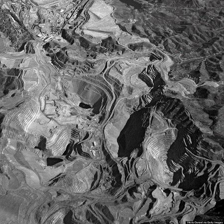 Ảnh chụp từ trên không trung một mỏ khai thác than đá