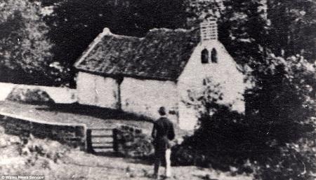 Nhà thờ đã không được ai ngó ngàng tới sau khi xóm nhỏ trong làng Lancaud không còn ai sinh sống.
