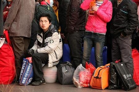 Nhiều người cảm thấy mệt mỏi trước áp lực kiếm được một tấm vé về quê.