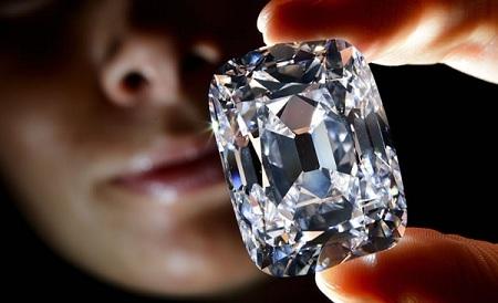 Chế tạo kim cương tuyệt đẹp từ... tro cốt người chết