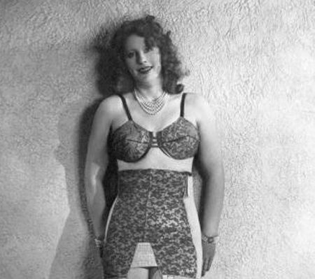 Một mẫu áo lót liền thân ra đời năm 1940.