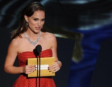 Khám phá bí mật bên trong chiếc phong bì trao giải Oscar