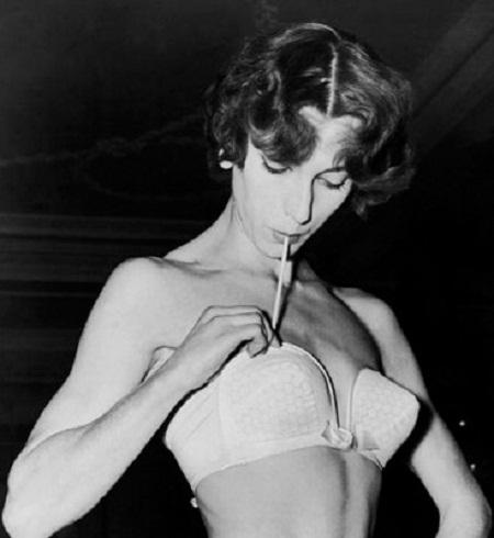 Năm 1952, mẫu áo lót có thể bơm hơi được ra mắt.