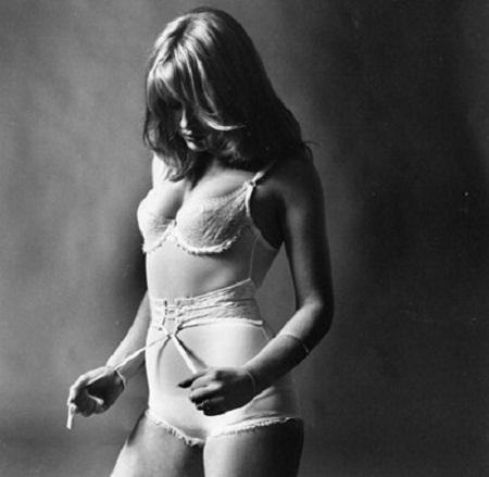 Một mẫu áo liền quần năm 1970.