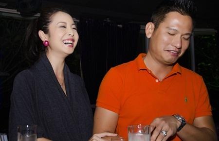 MC Jennifer Phạm cùng chồng trong một sự kiện