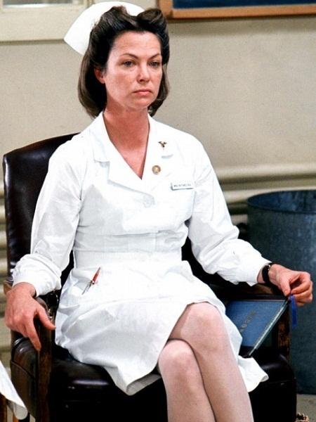 Louise Fletcher vào vai y tá trưởng Ratched