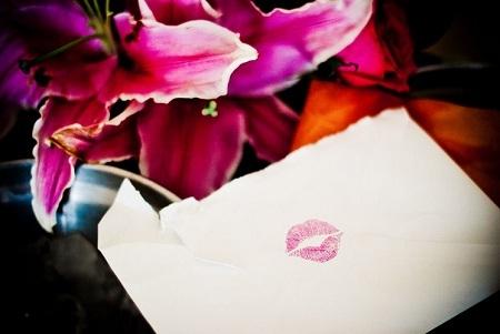 Hình ảnh thường thấy trên lá thư của những người yêu nhau.
