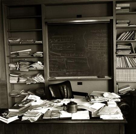 Công bố ảnh hiếm ngày thiên tài Albert Einstein qua đời