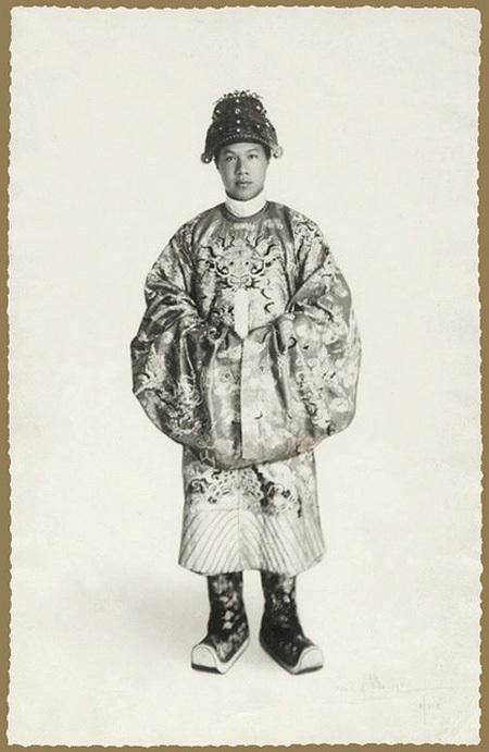 Chân dung vua Bảo Đại, ảnh chụp năm 1928.