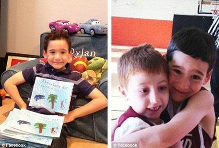 """Cậu bé Dylan và một thanh sôcôla có vỏ in hình bìa sách """"Chocolate Bar""""."""