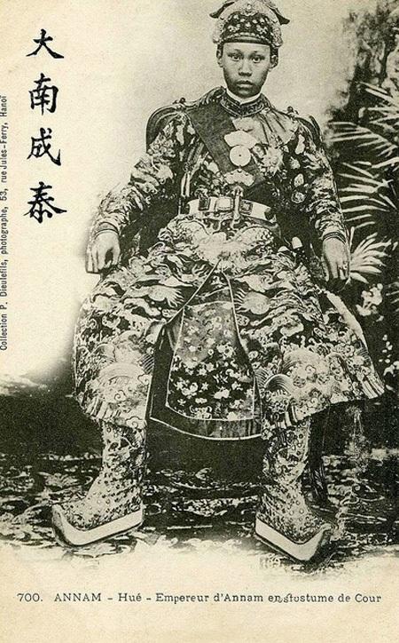 Chân dung vua Thành Thái (1889-1907) trong bộ triều phục.