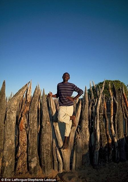 Một người đàn ông trong bộ lạc.