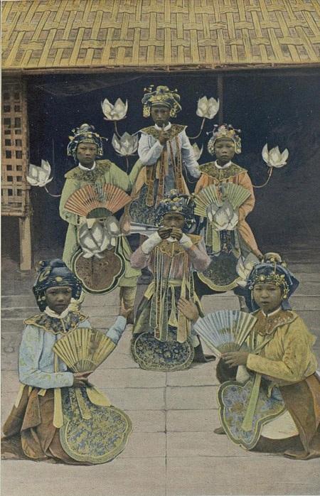 Đoàn múa biểu diễn tại Vinh.