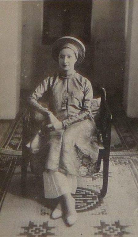 Nhan sắc kiều diễm của Nam Phương Hoàng hậu, vợ vua Bảo Đại.