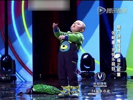 """Cậu bé 3 tuổi tiếp tục """"gây bão"""" trong chương trình tìm kiếm tài năng"""